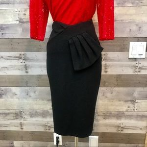 St. John Tweed Black Pencil Size 4 Skirt Bow